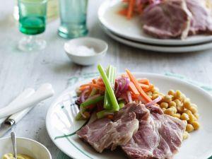 Gepökeltes Schweinefleisch mit Gemüse Rezept