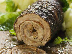 Gerollter Schweinebraten mit Paprika gefüllt Rezept