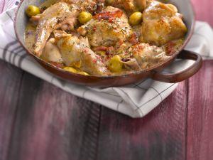 Geschmorte Kaninchenteile mit Speck und Oliven Rezept