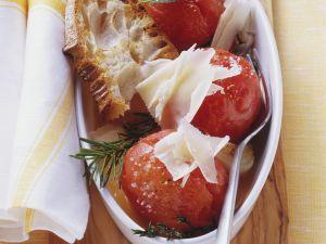 Geschmorte Tomaten mit Röstbrot und Käse Rezept