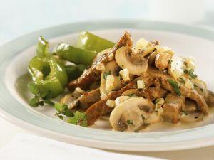Geschnetzeltes aus Kalbsfleisch mit Champignons und Paprika Rezept