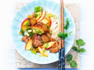 Geschnetzeltes mit Apfel und Reisnudeln Rezept