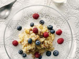Getreidebrei aus Quinoa mit Beeren und Feigen Rezept