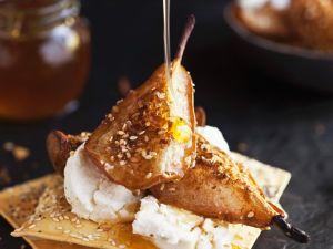 Gewürzbirnen aus dem Ofen mit Ziegenkäse und Fladenbrot Rezept