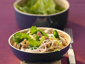 Glasnudeln mit Hackfleisch und Spinat Rezept