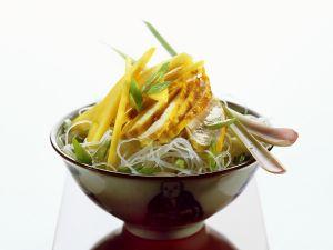 Glasnudelsalat mit Hähnchen und Mango Rezept