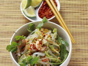 Glasnudelsalat mit Shrimps, Spitzkohl und Karotten Rezept