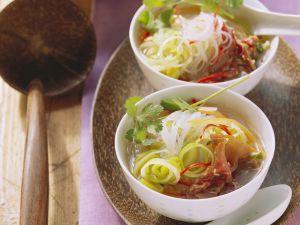 Glasnudelsuppe mit Gemüse und Rinderfilet Rezept