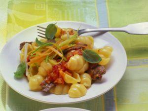 Gnocchi-Nudeln mit Rinderfilet und Tomatensauce Rezept