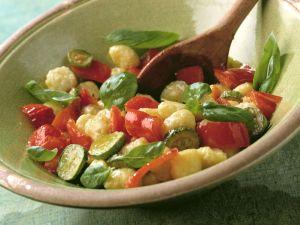 Gnocchi-Salat mit Gemüse (Insalata gnocchi con verdura) Rezept