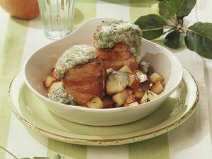 Gratinierte Schweinefilets mit Speckwickel und Äpfeln Rezept