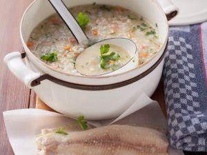 Graupensuppe mit Räucherfisch Rezept