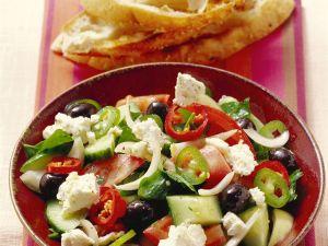 Griechischer Salat mit Fladenbrot Rezept