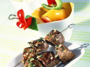 Grillspieße mit Fleisch und Paprika Rezept
