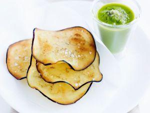 Grüne Gazpacho mit Gemüsechips Rezept