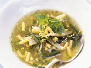Grüne Gemüsesuppe mit Pesto Rezept