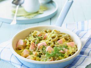 Grüne Pasta mit Lachssoße Rezept