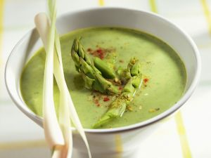 Grüne Spargelsuppe mit Zitronengras Rezept