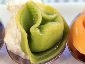 Grüne Tortellini mit Speck und Kartoffeln gefüllt Rezept