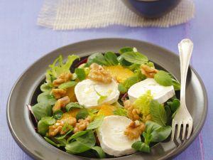 Grüner Salat mit Ziegenkäse, Orangen und Walnüssen Rezept