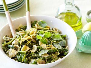 Grüner Spargel mit Nudeln und Pesto Rezept