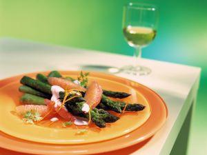 Grüner Spargel mit Pink Grapefruits Rezept