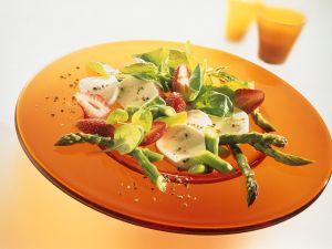 Grüner Spargel-Spinatsalat mit Erdbeeren und Mozzarella Rezept