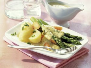 Grüner Spargel und Möhren mit Senfsauce Rezept