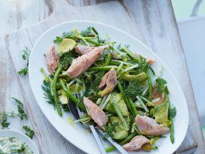 Grüner Spargelsalat mit Avocado und Fisch Rezept