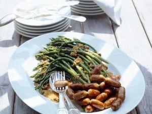 Grüner wilder Spargel mit Senfvinaigrette und Lammwürstchen Rezept