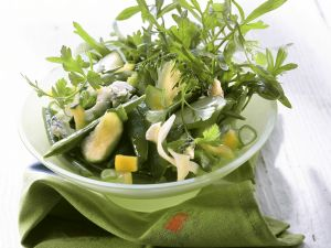 Grüner Wintersalat mit Brokkoli, Zucchini und Rucola Rezept