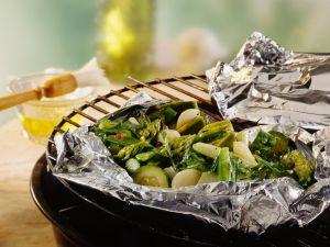 Grünes Gemüse in Folie gegrillt Rezept
