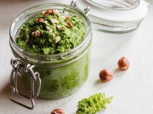 Grünkohl-Pesto mit Haselnüssen Rezept