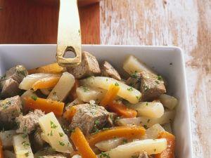 Gulasch mit Möhren und Kohlrabi Rezept