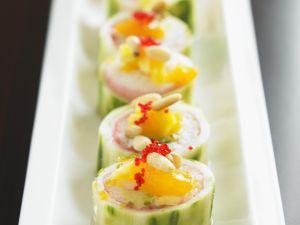 Gurkenrouladen mit Mandarine und Pinienkernen Rezept