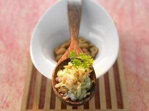 Gurkensalat auf thailändische Art mit Erdnüssen Rezept