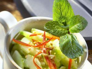 Gurkensalat mit Erdnüssen Rezept