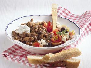 Gyros mit Zaziki und Tomatensalat Rezept