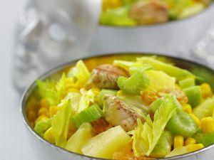 Hähnchen-Gemüse-Salat mit gelber Mayonnaise, Trauben und Ananas Rezept