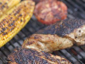 Hähnchen, Mais und Tomaten vom Grill Rezept