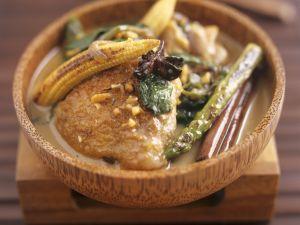 Hähnchen mit Erdnusssoße und Gemüse Rezept