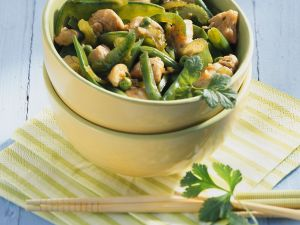 Hähnchen mit grünem Gemüse aus dem Wok Rezept