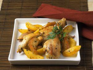 Hähnchen mit Kartoffeln aus dem Ofen Rezept