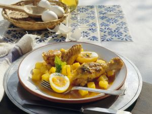 Hähnchen mit Kartoffeln, Ei und Safransoße auf mexikanische Art Rezept