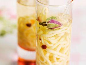 Hähnchen-Nudelsuppe mit Rose Rezept