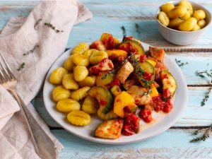 Hähnchen-Ratatouille mit Gnocchi Rezept
