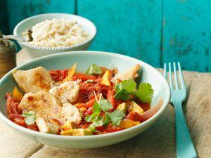 Hähnchenbrust mit Avocado, Paprika und Koriander Rezept
