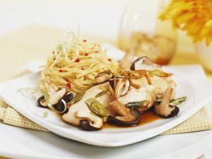 Hähnchenbrust mit Shiitake und Nudeln Rezept