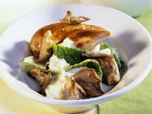 Hähnchenbrust und Püree mit Pilzen und Wirsing Rezept