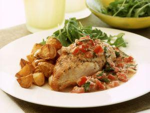 Hähnchenbrustfilet mit Paprika-Nuss-Soße und Blechkartoffeln Rezept